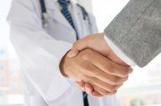 doctor-business-handshake-ohc-us-oncology-network-blog-version